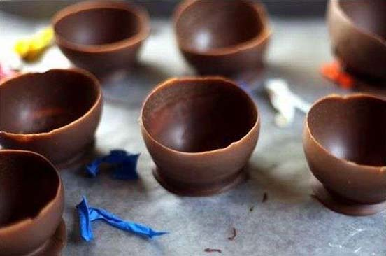Make Chocolate Ice-cream Cups Using Balloons 04
