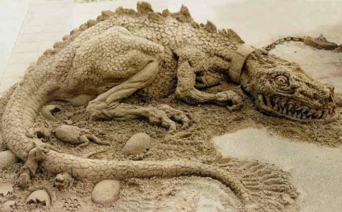 sand sculpture - dragon